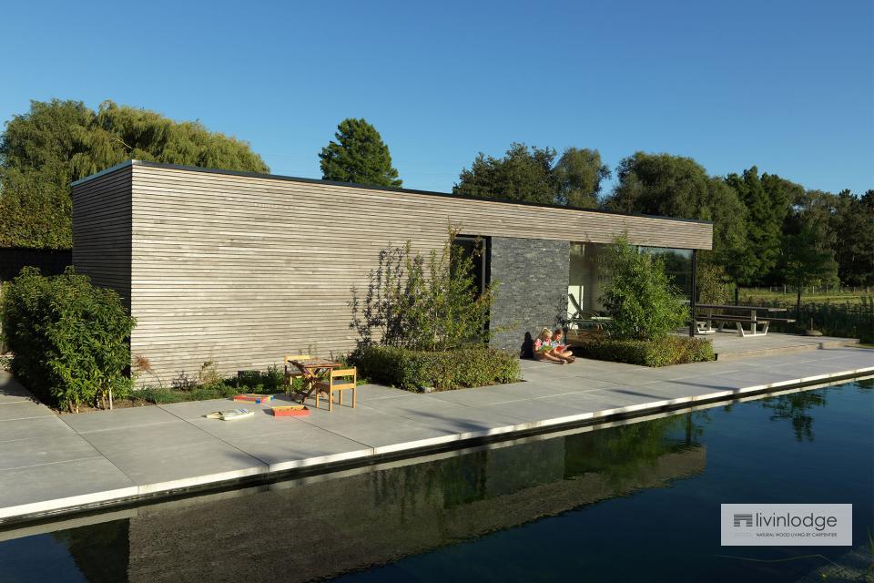 Polyvalente houten poolhouse met tuinberging te Waregem